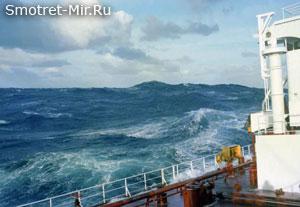 Судно в море