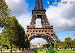 Эйфелева башня в столице Франции